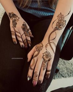 Image may contain: one or more people and closeup Khafif Mehndi Design, Floral Henna Designs, Henna Designs Feet, Finger Henna Designs, Mehndi Designs For Beginners, Modern Mehndi Designs, Mehndi Designs For Girls, Mehndi Design Photos, Mehndi Designs For Fingers
