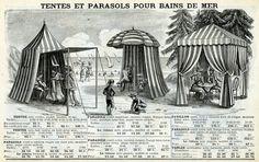 1908-Plages-cabines-W Pour se changer sur le sable, on invente les cabines de plage. Placées au plus haut des marées pour les cabines fixes, ce sont de petites cabanes en bois qui permettent de garder les vêtements de ville et les nombreux accessoires de la vie quotidienne d'une famille de la grande bourgeoisie. Ces cabines existent aussi en toile rayée, appelées tentes bains de mer, elles sont vendues dans des catalogues spécialisés des grands magasins, et réservées à une clientèle moins…