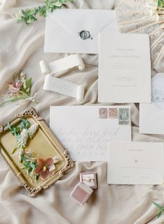 European-inspired wedding stationery: Photography: Jeanni Dunagan - https://www.jeannidunagan.com/