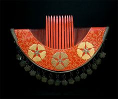 Red Lacquer Japanese Hair comb. Edo period.