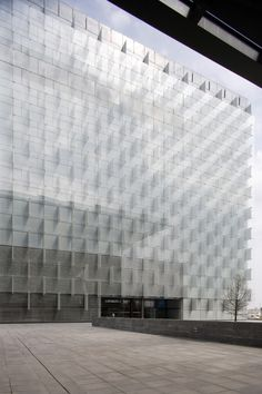 Gallery of Telefonica Headquarters, Madrid / Rafael de La-Hoz / Modern architecture building Classic Architecture, Facade Architecture, Amazing Architecture, Hospital Architecture, Architecture Drawings, Renzo Piano, Facade Design, Exterior Design, Archi Design