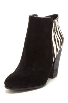 I've always loved blk/white, but once again heel is to high :(
