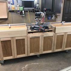Impressive Build Your Own Garage Workbench Ideas. Irresistible Build Your Own Garage Workbench Ideas. Miter Saw Stand Plans, Mitre Saw Stand, Diy Miter Saw Stand, Miter Saw Bench, Woodworking Workbench, Woodworking Crafts, Woodworking Workshop, Woodworking Basics, Sketchup Woodworking