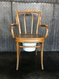 Nachtstuhl Horgenglarus Vintage Furniture, Accent Chairs, Dining Chairs, Home Decor, Night, Upholstered Chairs, Decoration Home, Room Decor, Dining Chair