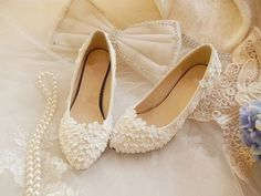 Gorgeous Handmade Lace Wedding Shoes, Pearl White Lace Daisy Bridal Shoes, Ballet Flat Shoes, Dainty daisy flowers clustered in the top; Sock Shoes, Cute Shoes, Shoe Boots, Flat Shoes, Wedding Shoes Heels, Bridal Shoes, Moda Chic, Bridesmaid Shoes, Beaded Lace