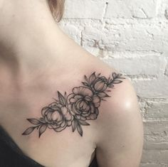 30 Beautiful Black and Grey Ink Floral Tattoos From Sasha Tattooing - TattooBlend