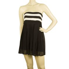 Alice + Olivia Black & White Silk Strapless Long Top or Super Mini Dress size XSThis amazing strapless Alice+Olivia mini dress features black and white striped bust and pleated black body with side zipper. Ideal for an evening out on the town, is no White Silk, Black And White, Strapless Dress Formal, Formal Dresses, Olivia Black, Long Tops, Alice Olivia, Amp, Club