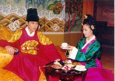 Kings and Queens in Joseon Dynasty(Hangul:왕과비) is a 1998~2000South Koreanhistorical drama about kingsand their queens from King Danjong to King Yeonsan.It aired onKBSfor 186 episodes. 단종과단종비 송씨