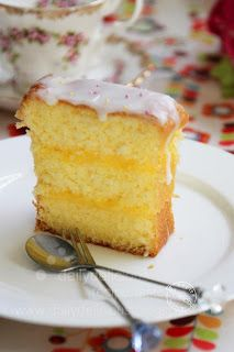 dailydelicious: Lemon cream sandwich cake: Tangy cream + sweet cake equal Delicious!