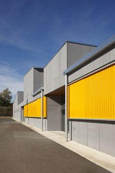 La Canaleta School / 2260mm Arquitectes