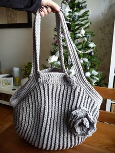 Crochet bag, link to pattern in English