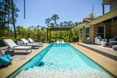 2 Beauty Bower Pl The Woodlands, TX 77382: Photo Refreshing backyard with stunning pool design. (Owner is pool designer)