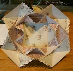Here is a double napkin fold card that I made with Wenche before she was going to hold her tutorial in Stavanger. As you ca...