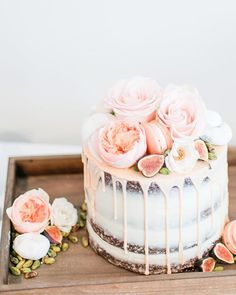 🎂🌸 We're not sure if we'll ever tire of this cake dripping trend.Photo by Cake by T Wedding Cake Boxes, Wedding Sweets, Wedding Cakes, Pretty Cakes, Beautiful Cakes, Amazing Cakes, Cake Icing, Eat Cake, Cupcake Cakes