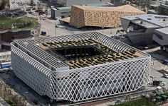 French pavillon in Shangaï 2010 - Bizarre... not an architectural success, strictly speaking, but interesting still.