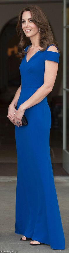 Kate Middleton wears a £2k Roland Mouret gown for SportsAid's 40th banquet | Daily Mail Online