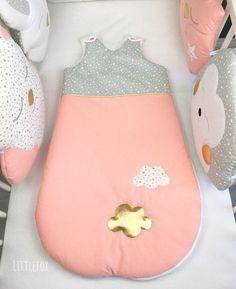 Gigoteuse bébé gris/pêche   Etsy Nursery Room, Kids Rugs, Etsy, Gray, Nursery, Bebe, Kid Friendly Rugs, Child Room, Nursery Rugs