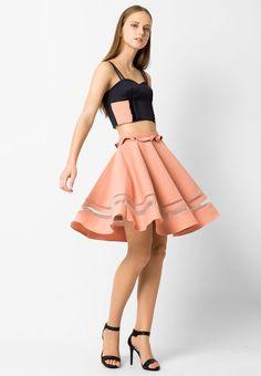 เสื้อครอป Bra Top ✅ $170.00 ✅ Size S L XL  เสื้อครอปตัวสั้นถือว่าเป็นไอเท็มที่ฮอตฮิตสุดๆ เพราะสาวๆสามารถอวดหุ่นอันเซกซี่และผิวที่สวยงามได้โดยไม่ต้องอายใคร เราขอแนะนำเสื้อครอป Bra Top สีดำ จากแบรนด์ ASAVA โดดเด่นที่การเสริมฟองน้ำพร้อมแต่งระบายตรงช่วงอก นอกจากนี้ยังมีการแต่งผ้าตาข่ายที่ด้านบนอีกด้วย เหมาะสำหรับสาวไฮโซในลุคไฮเอนด์   - ผลิตจากผ้าโพลีเอสเตอร์ - คอหัวใจ - แขนกุด - รูดซิปด้านหลัง - เสริมฟองน้ำ - ซับในทำจากผ้าวิสโคส ส่วนประกอบ: ผ้าโพลีเอสเตอร์ ขนาดช่วงลำตัวนางแบบ/นายแบบ…