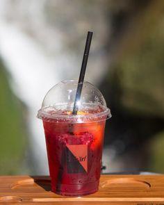 Erfrischende Abkühlung bei den heißen Temperaturen💦🍋🍓 Ihr wollt in den Park oder an den See und braucht vorher noch ein erfrischendes Getränk, dann kommt bei uns vorbei und holt Euch die leckeren Schärf Limonaden oder Eistees TO GO 🥤 #zagler#zaglernaturbaeckerei#erfrischungsgetränk#schärf#eistee#limonade#sommergetränk#sommer#kühlesgetränk#getränktogo#togo#teetogobecher To Go, Park, Tableware, Sodas, Refreshing Drinks, Iced Tea, Tumblers, Dinnerware, Tablewares