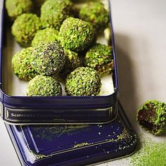 Check out this antioxidant packed Matcha truffels! Recipe: thechalkboardmag.com/holiday-party-bites-clean-green-matcha-chocolate-truffles #food #foodie #healthyfood #recipes #amazing #diy #recipes #vegan #veganfit #foodporn #vegetarian #kosher #japanesematchapowder #matchafood #matcha #yummy #chocolate #foodie #snacks #antioxidants
