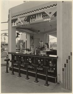 Exterior Soda Fountain Wilshire Links located at Wilshire & La Cienega in Beverly Hills (Between 1930 and 1933).  The Wilshire Links was a miniature golf course was owned by Mary Pickford.  The golf course was designed and constructed by artisans of United Artists Studio under the direction of Ms. Pickford.