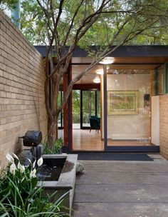 The former home of a renowned Australian architect John Adam, recently updated by Zen Architects goes up for sale in Eltham. Modern Entrance, House Entrance, Bungalow, Mid Century Exterior, Patio Interior, Modern Exterior, Mid Century House, Mid Century Design, Modern Architecture
