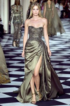 ZUHAIR MURAD Otoño Invierno ElleSpain You are in the right place about Haute Couture kleider Here we offer you the most beautiful pictures about the Haute Couture hair you are looking for. Event Dresses, Ball Dresses, Ball Gowns, Prom Dresses, Zuhair Murad, Couture Dresses, Fashion Dresses, Pretty Dresses, Beautiful Dresses