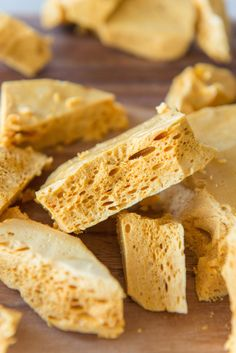 Homemade Honeycomb Candy - - Honeycomb is a crunchy, airy candy with a sweet honey flavor. Note: Total time required is 1 hour and 15 minutes. Yields one pan. From Joanne Ozug of Fifteen Spatulas. Honeycomb Candy, Honeycomb Recipe, How To Make Honeycomb, Just Desserts, Dessert Recipes, Dessert Bread, Irish Desserts, Cookie Desserts, Snacks