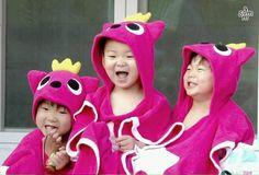 Daehan Minguk Manse are happy triplets! Song Il Gook, Superman Kids, Korean Tv Shows, Man Se, Song Triplets, Cute Boys, Thailand, Twins, Songs