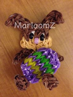 Rainbow Loom Easter Bunny holding an Easter Egg - MarloomZ creations Rainbow Loom Tutorials, Rainbow Loom Patterns, Rainbow Loom Creations, Rainbow Loom Bands, Rainbow Loom Charms, Crazy Loom Bracelets, Rainbow Loom Bracelets, Rainbow Loom Animals, Wonder Loom