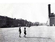 Old Dublin Photos - Old Dublin Town Dublin Street, Dublin City, Smithfield Market, Old Pictures, Old Photos, Gone Days, Images Of Ireland, Photo Engraving, Fotografia