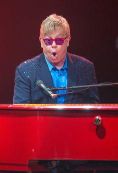 Elton John, Still Rocking Out (and Speaking Out) With a Flourish - NYTimes.com