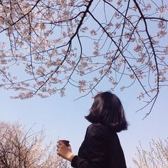 Image discovered by 노을 ☾. Find images and videos about girl, photography and aesthetic on We Heart It - the app to get lost in what you love. Aesthetic Photo, Aesthetic Girl, Aesthetic Pictures, Spring Aesthetic, The Garden Of Words, Blue Sargent, Foto Pose, Senior Photography
