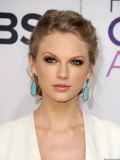 Taylor Swift - People's Choice Awards 2013 - Gorgeous Makeup, Hair, Jewelry