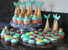 Need mermaid party ideas? From free printables to mermaid party games, it's all here. Everything you need for a mermaid party! Mermaid Party Games, Mermaid Parties, 6th Birthday Parties, Diy Birthday, Birthday Gifts, Birthday Ideas, Mermaid Cupcakes, Mermaid Diy, Mermaid Pool