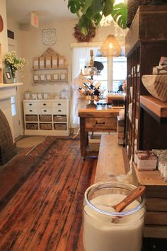 This modern apothecary shop grants you the opportunity to create your own perfume! Tienda Natural, Shabby Chic Shops, Apothecary Decor, Herbal Store, Candle Store, Clinic Design, Store Fixtures, Shop Layout, Farmhouse Kitchen Decor
