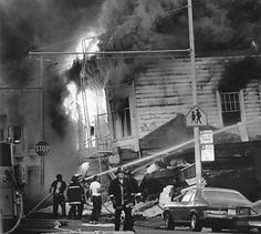 A building burning on Scott street in the Marina district of San Francisco after the Loma Prieta earthquake, 1989. Photo: Vince Maggiora, The Chronicle