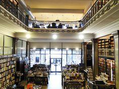 A cafeteria/restaurante fica no segundo andar da Más Puro Verso.