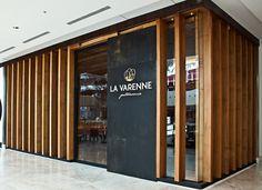 Aconteceu terça-feira passada em Curitiba um delicioso evento no restaurante La Varenne, no shopping Pátio Batel, que reuniu só os top blogueiros de Curitiba + euzinha,Desirée Marie, a única  blogueira representando o litoral Paranaense ;)  Check it