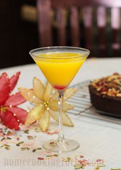 wow this mango martini looks soooooo good! simple, easy ingredients too!