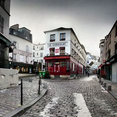 The cobblestone streets of old Paris | 21 Magical Photos That Will Make You Fall In Love With France
