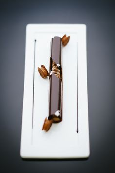 dessert from Ferran Adrià's El Bulli restaurant Pastry Art, Pastry Chef, Patisserie Fine, Chocolates, Weight Watcher Desserts, Dessert Presentation, Low Carb Dessert, Paleo Dessert, Chocolate Art