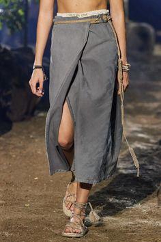 Christian Dior Spring 2020 Ready-to-Wear Fashion Show - Vogue Fashion 2020, Fashion Week, Runway Fashion, Fashion Show, Fashion Outfits, Womens Fashion, Fashion Trends, Dior Fashion, Fashion Scarves