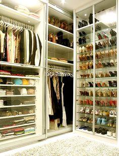 Just about shoes. Casa e Jardim Brazilian Magazine. www.facebook.com.br