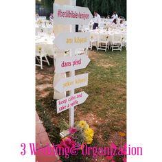 Kır düğünü yön tabelası