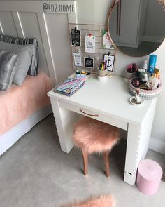 A imagem pode conter: área interna Cute Bedroom Decor, Room Ideas Bedroom, Pinterest Room Decor, Study Room Decor, Home Room Design, Dream Rooms, Girl Room, Room Inspiration, Vanity