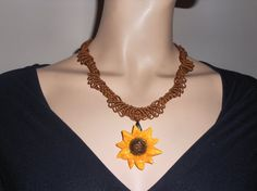 Macramé necklace light brown with Sunflower di AngelaMacrame, €40.00