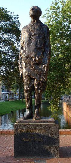 Rotterdam kunstwerk ongebroken verzet.jpg