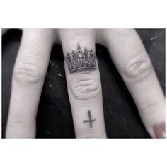 Finger tattoos - unique artwork by very talented tattoo artists from around the world. Knuckle Tattoos, Ring Tattoos, Love Tattoos, Sexy Tattoos, Tattoo You, Beautiful Tattoos, Black Tattoos, Body Art Tattoos, Small Tattoos