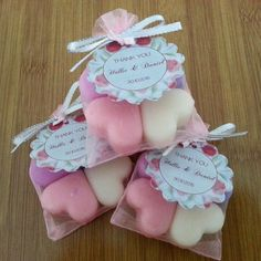 Bridal Shower Favours.. 4 wonderfully scented heart shaped soy wax melts packaged in a cute pink organza bag with a personalised tag. These are our 4 most popular fragrances: French Vanilla, Pink Sugar, Raspberry Dream & Strawberry Vanilla Punch!